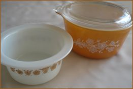 08-0783 2 PYREX BUTTERFLY GOLD CASSEROLE DISH AND LID BUTTER BOWL