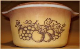 09-0487 OLD ORCHARD BROWN GOLD PYREX CASSEROLE DISH