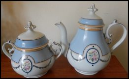 15-0184 BLUE WHITE PORCELAIN CREAMER AND SUGAR BOWL