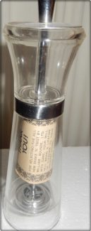 15-0481 SHAKE N TWIST SALT  PEPPER MILL
