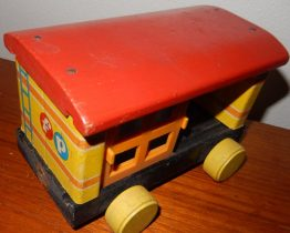 17-0037 FISHER PRICE - VINTAGE HUFFY PUFFY TRAIN #999 PULL TOY - ANIMAL CAR