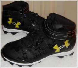 17-0092 UNDER ARMOUR CLEATS SIZE 7.5