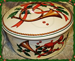 CHRISTMAS ROUND TRINKET CONTAINER BOX by MIKASA 07-0704
