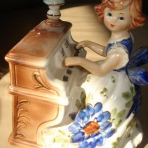 LOVE STORY MUSICAL FIGURINE Piano Player 08-0504